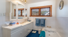 bathroom-kefalonia-luxury-retreat-kapiti-coast