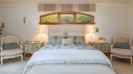 master-suite-lounge-kefalonia-luxury-retreat-kapiti-coast