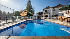 poolside-lounge-kefalonia-luxury-retreat-kapiti-coast